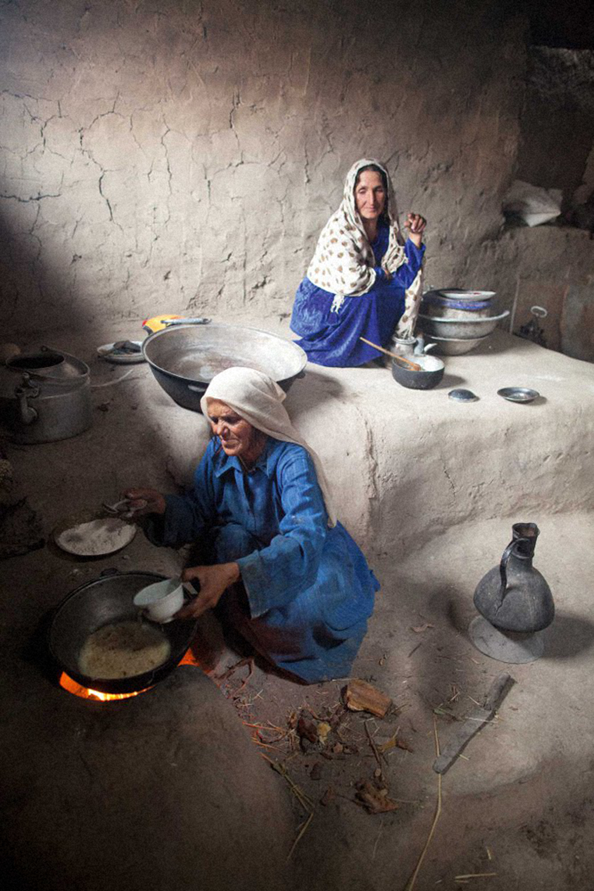 With Our Own Hands: A Celebration of Food and Life in the Pamir Mountains of Afghanistan and Tajikistan  Frederik Van Oudenhoven, Jamila Haider — LM Publishers, Volendam, 2017
